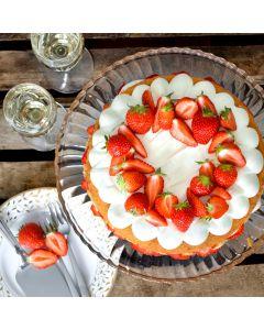 Oppskrift: Bløtkake med vaniljekrem og jordbærkompott