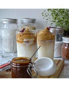 Oppskrift: Dalgona kaffe med karamellsaus og -kakao med chili